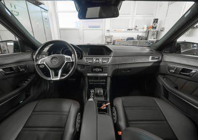 interiér vozu Mercedes-Benz E212 AMG