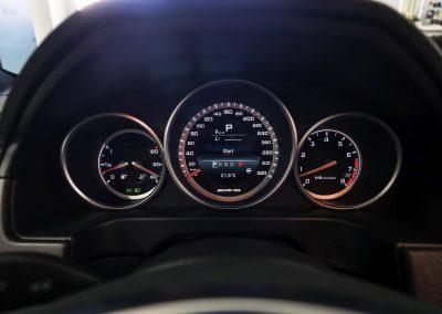 interiér vozu MB E212 AMG